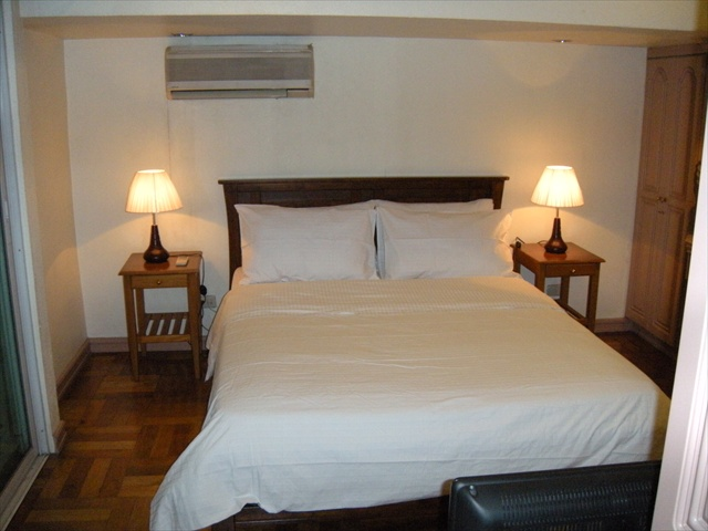 The Master Bedroom Has A Queen Size Bed 60 Inches By 80 Inches 152 Cm By 203 Cm The Bed Has